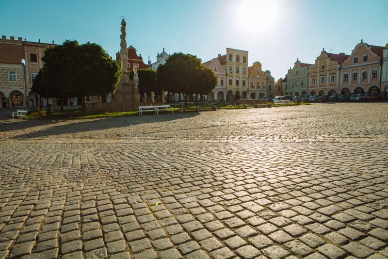 Πλατεία της πόλης σε Telc με την αναγέννηση και τα μπαρόκ ζωηρόχρωμα σπίτια στοκ φωτογραφία με δικαίωμα ελεύθερης χρήσης
