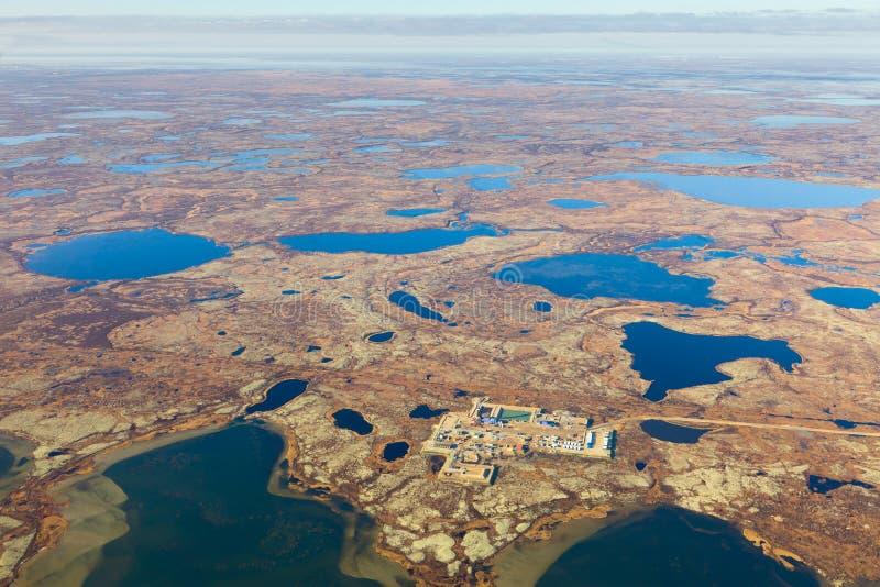 Πλατφόρμα άντλησης πετρελαίου tundra, τοπ άποψη στοκ φωτογραφία με δικαίωμα ελεύθερης χρήσης