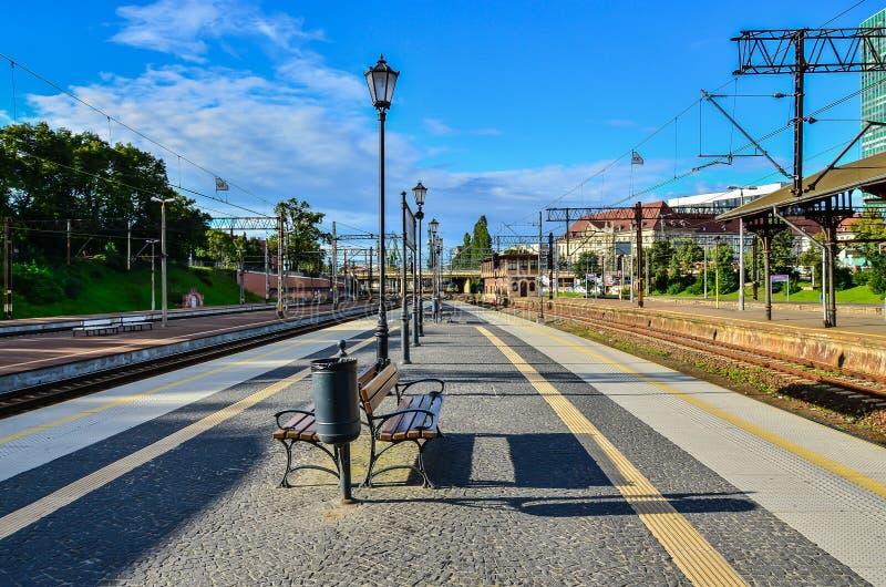 Πλατφόρμα τραίνων σιδηροδρόμων στοκ φωτογραφίες με δικαίωμα ελεύθερης χρήσης