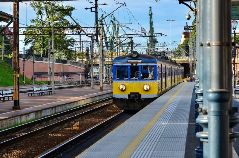 Πλατφόρμα τραίνων σιδηροδρόμων στοκ φωτογραφίες