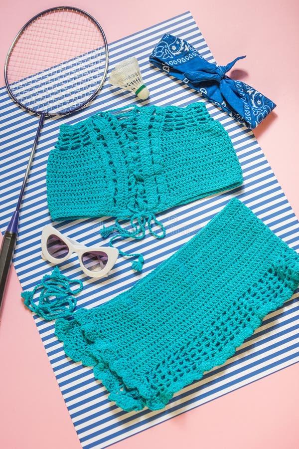 Πλεκτές μπλε κορυφή και φούστα στοκ φωτογραφίες