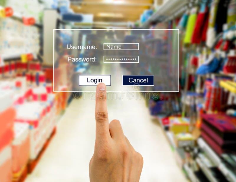 Πληκτρολογέστε τον προσωπικό κωδικό στην υπεραγορά στοκ εικόνες με δικαίωμα ελεύθερης χρήσης