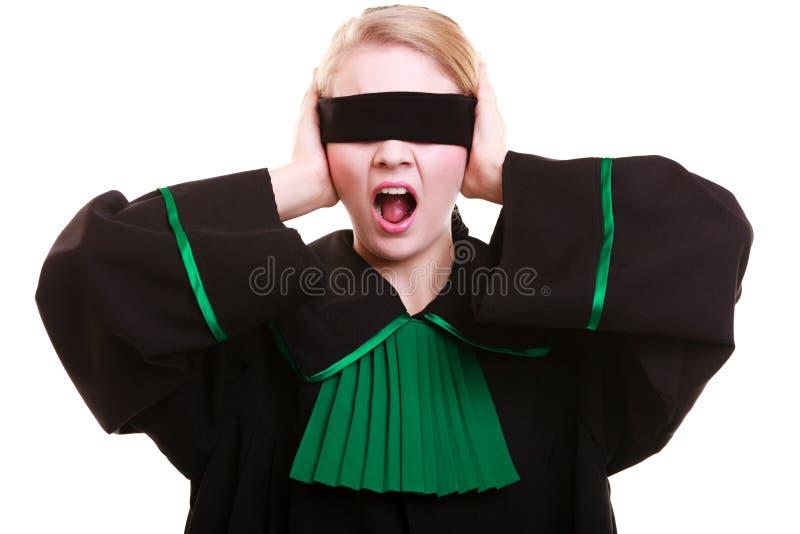 Πληρεξούσιος δικηγόρων στην κλασική εσθήτα στιλβωτικής ουσίας που καλύπτει τα μάτια με το blindfold στοκ φωτογραφίες με δικαίωμα ελεύθερης χρήσης