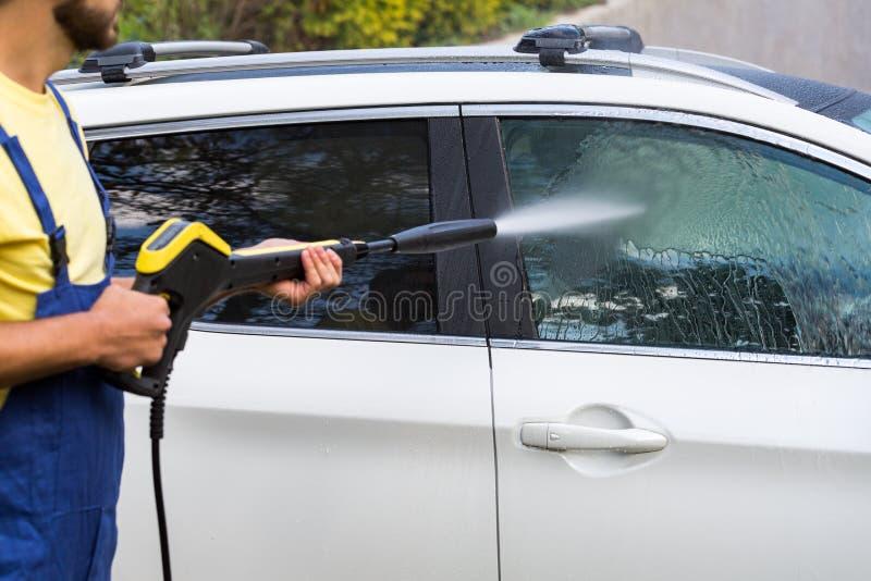 Πλύση αυτοκινήτων με το υψηλό πλυντήριο στοκ εικόνες με δικαίωμα ελεύθερης χρήσης