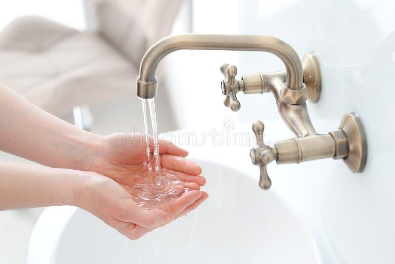 πλύσιμο χεριών σας στοκ φωτογραφίες