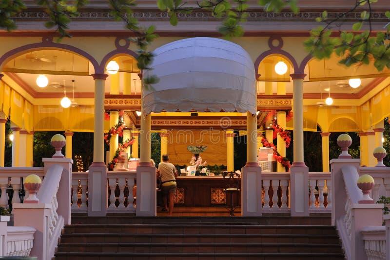 Ράβδος ξενοδοχείων τη νύχτα στοκ εικόνες
