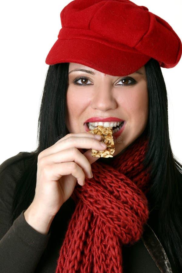 ράβδος που τρώει το θηλυκό υγιές καρύδι στοκ εικόνα