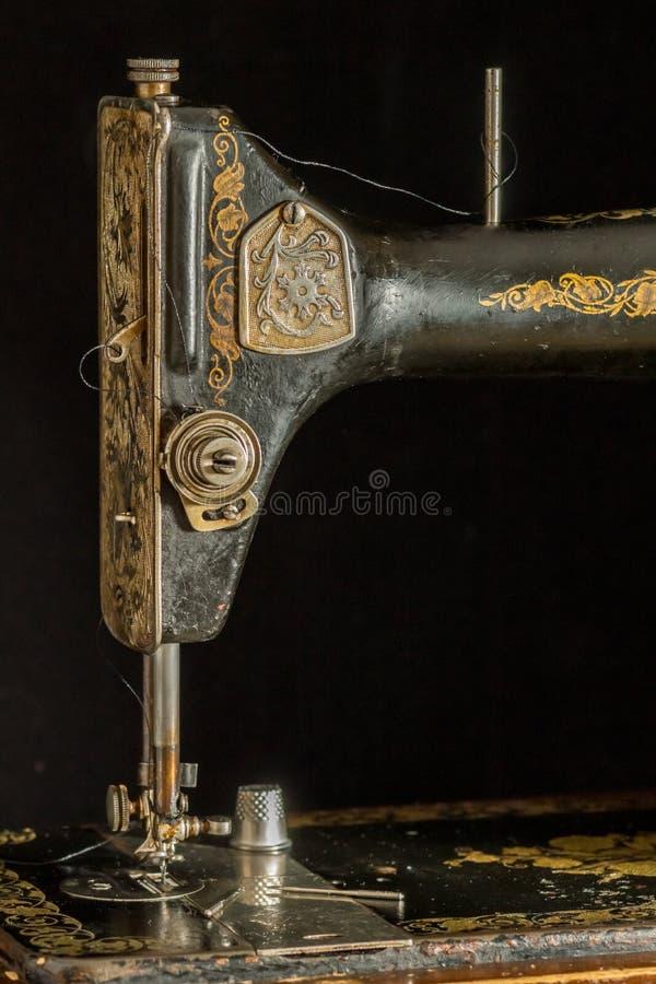 Ράβοντας μηχανή αναδρομική στοκ φωτογραφία με δικαίωμα ελεύθερης χρήσης