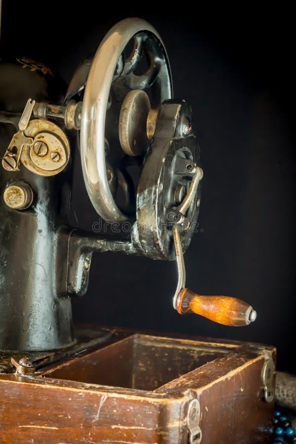 Ράβοντας μηχανή αναδρομική στοκ φωτογραφία