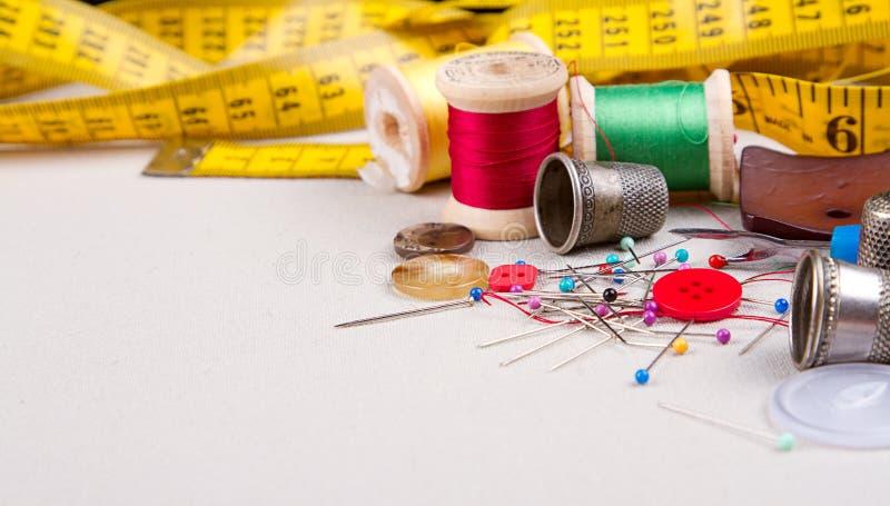 Ράβοντας προμήθειες στοκ εικόνα με δικαίωμα ελεύθερης χρήσης