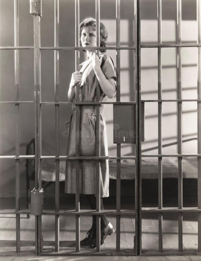 ράβδοι πίσω από τη γυναίκα στοκ εικόνες με δικαίωμα ελεύθερης χρήσης