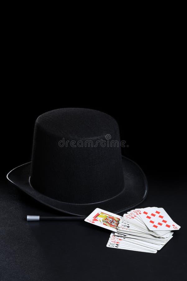 Ράβδος και κάρτες καπέλων μάγων στοκ φωτογραφία με δικαίωμα ελεύθερης χρήσης