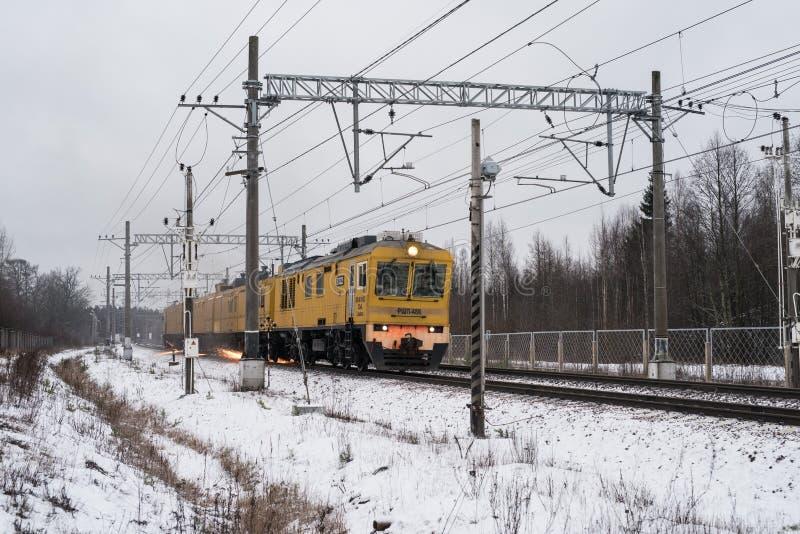 Ράγα-αλέθοντας τραίνο στοκ φωτογραφία