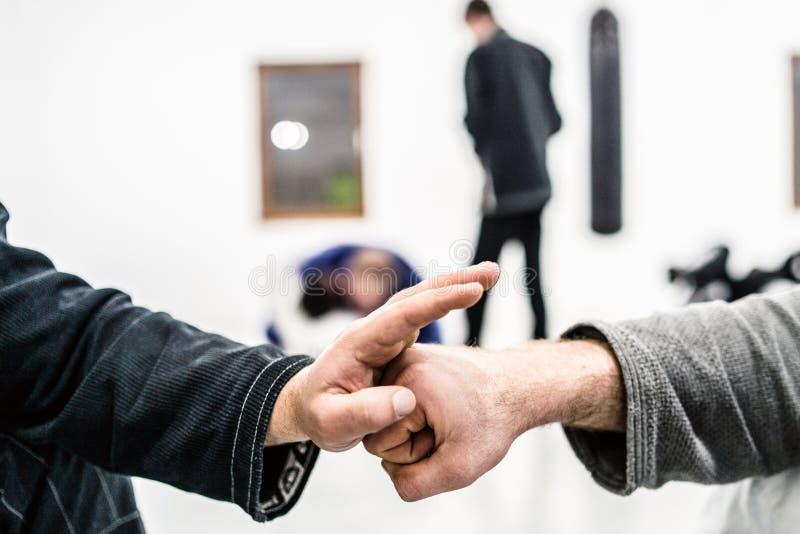 Ράπισμα χεριών πυγμών στη βραζιλιάνα κατάρτιση Jiu Jitsu στοκ εικόνα με δικαίωμα ελεύθερης χρήσης