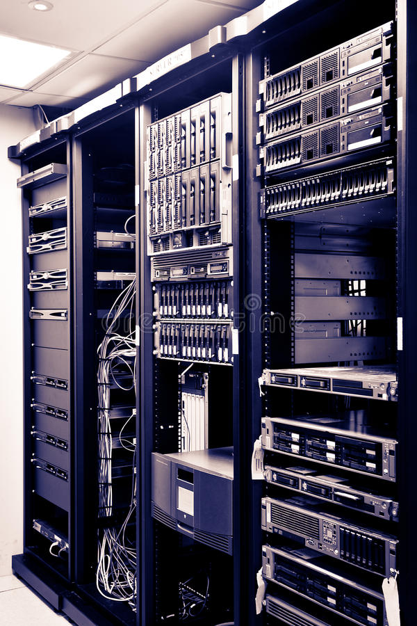 Ράφια κεντρικών υπολογιστών δικτύων στοκ εικόνες με δικαίωμα ελεύθερης χρήσης
