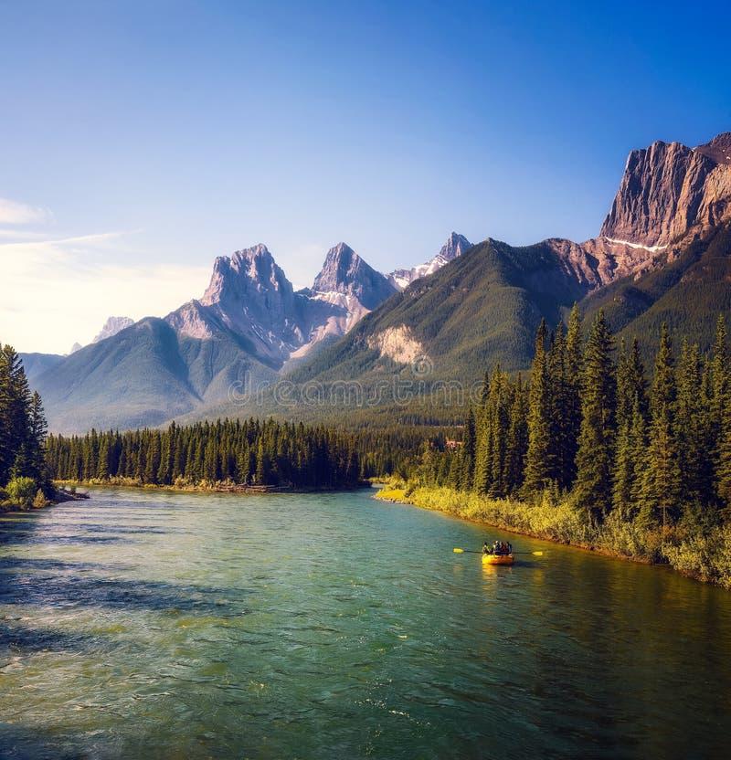 Ράφτινγκ στον ποταμό Μπόου κοντά στην Κάνμορ στον Καναδά στοκ φωτογραφίες με δικαίωμα ελεύθερης χρήσης