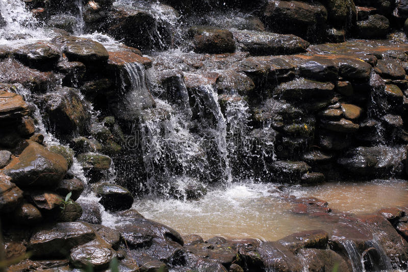 Ρέοντας νερό του καταρράκτη στοκ εικόνα