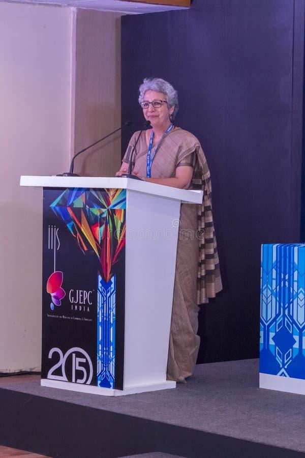 Ρίτα Teaotia (γραμματέας Εμπορίου, κυβέρνηση της Ινδίας) που απευθύνεται στους φιλοξενουμένους στο IIJS 2015 Inaugration στοκ εικόνες με δικαίωμα ελεύθερης χρήσης