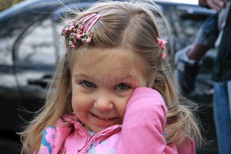 Download ρίψη κοριτσιών στοκ εικόνα. εικόνα από στόμα, ρίψη, αρκετά - 13175311