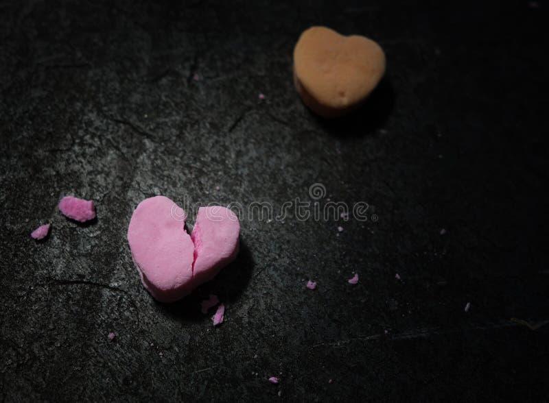 Ραγισμένη ρόδινη καρδιά καραμελών στοκ εικόνες