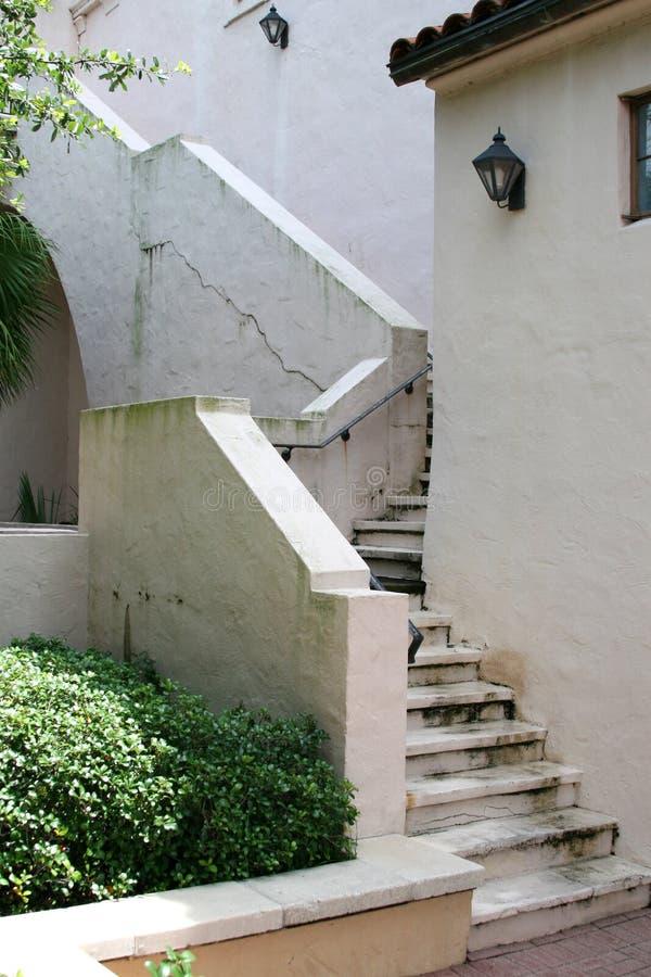 ραγισμένη σκάλα στοκ εικόνα