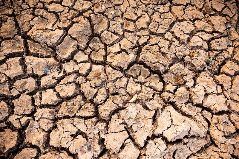 Ραγισμένο υπόβαθρο, ξηρός και ξηρασία εδαφολογικής σύστασης στοκ εικόνα με δικαίωμα ελεύθερης χρήσης