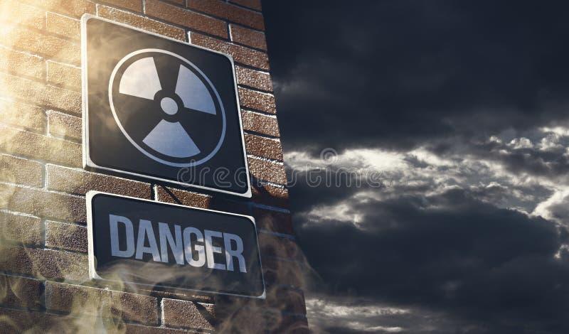 Ραδιενέργεια και χημικό σημάδι οδών κινδύνου με τα τοξικά σύννεφα στοκ φωτογραφίες με δικαίωμα ελεύθερης χρήσης