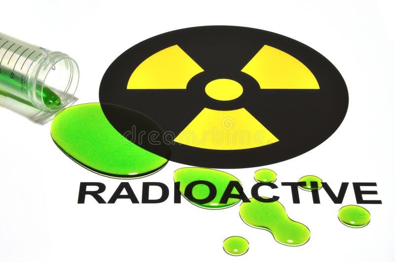 ραδιενεργό χύσιμο σημαδιών στοκ φωτογραφία