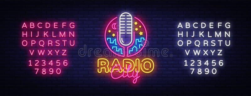 Ραδιο διάνυσμα λογότυπων νέου Ραδιο σημάδι νέου πόλεων, πρότυπο σχεδίου, σύγχρονο σχέδιο τάσης, πινακίδα νέου νύχτας, νύχτα φωτει ελεύθερη απεικόνιση δικαιώματος