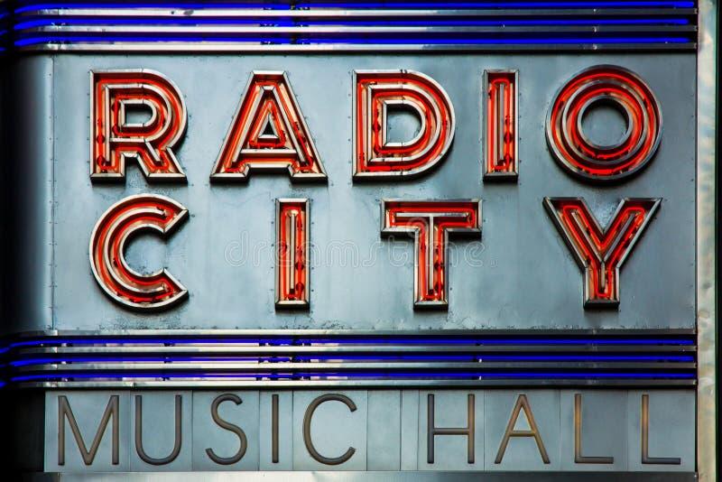Ραδιο εγγραφή νέου προσόψεων μεγάρων μουσικής πόλεων στη Νέα Υόρκη, ένας διάσημος τόπος συναντήσεως ψυχαγωγίας που βρίσκεται μέσα στοκ εικόνα με δικαίωμα ελεύθερης χρήσης