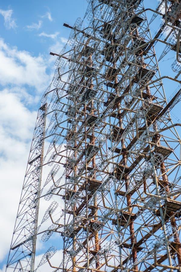Ραδιο κέντρο τηλεπικοινωνιών σε Pripyat, Τσέρνομπιλ με το μπλε ουρανό στο υπόβαθρο στοκ φωτογραφία με δικαίωμα ελεύθερης χρήσης