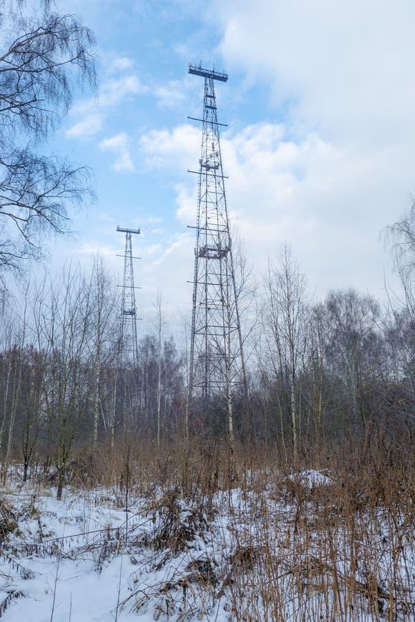 Ραδιο πύργος το χειμώνα δασική Ρωσία στοκ εικόνες