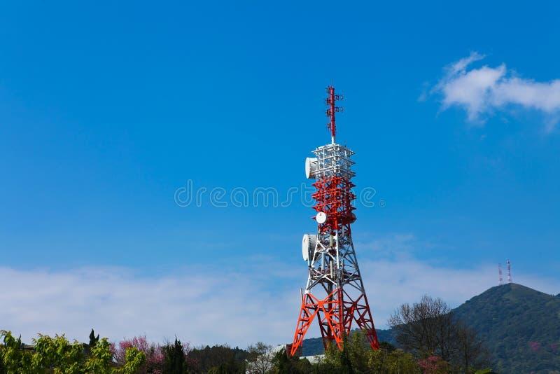 Download ραδιο πύργος απεικόνιση αποθεμάτων. εικονογραφία από arroyos - 13175163