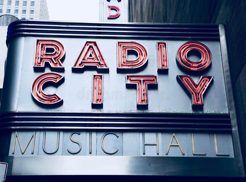 Ραδιο σημάδι μεγάρων μουσικής πόλεων στοκ εικόνα