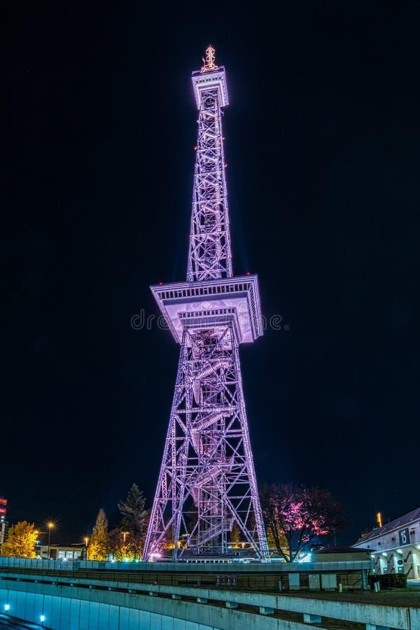 Ραδιο inBerlin πύργων τη νύχτα στοκ εικόνα με δικαίωμα ελεύθερης χρήσης
