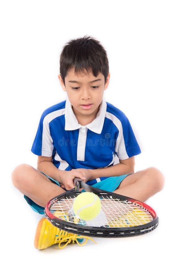 Ρακέτα αντισφαίρισης παιχνιδιού μικρών παιδιών και σφαίρα αντισφαίρισης υπό εξέταση στοκ φωτογραφίες με δικαίωμα ελεύθερης χρήσης