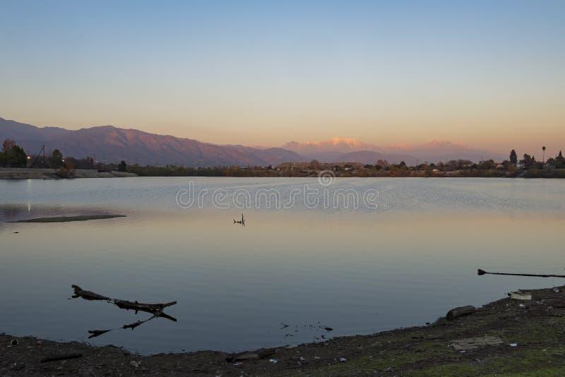 Ραμφίστε το οδικό πάρκο γύρω από το χρόνο ηλιοβασιλέματος στοκ φωτογραφία με δικαίωμα ελεύθερης χρήσης