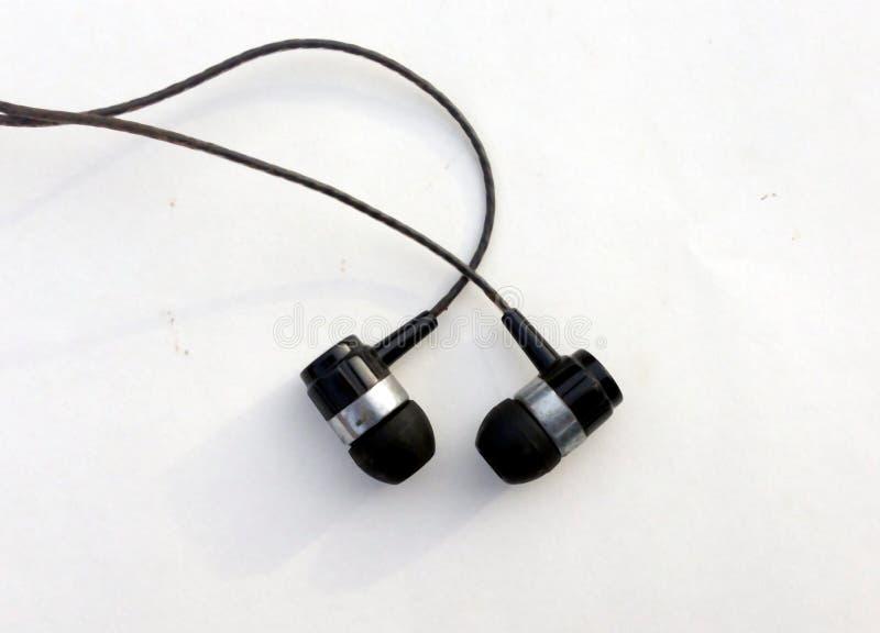 Ρεαλιστικά ακουστικά, σχοινόδετα ακουστικά μουσικής o Συλλογή των στερεοφωνικών, σύγχρονων κεφαλιών ακουστικών εξοπλισμών στοκ εικόνες