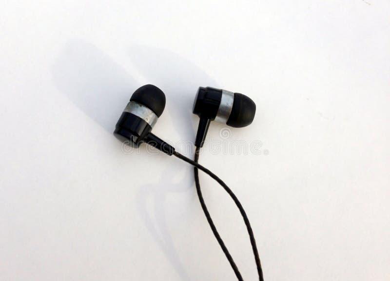 Ρεαλιστικά ακουστικά, σχοινόδετα ακουστικά μουσικής o Συλλογή των στερεοφωνικών, σύγχρονων κεφαλιών ακουστικών εξοπλισμών στοκ φωτογραφία με δικαίωμα ελεύθερης χρήσης