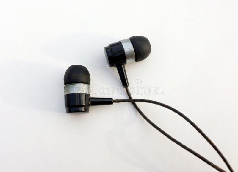 Ρεαλιστικά ακουστικά, σχοινόδετα ακουστικά μουσικής o Συλλογή των στερεοφωνικών, σύγχρονων κεφαλιών ακουστικών εξοπλισμών στοκ φωτογραφίες