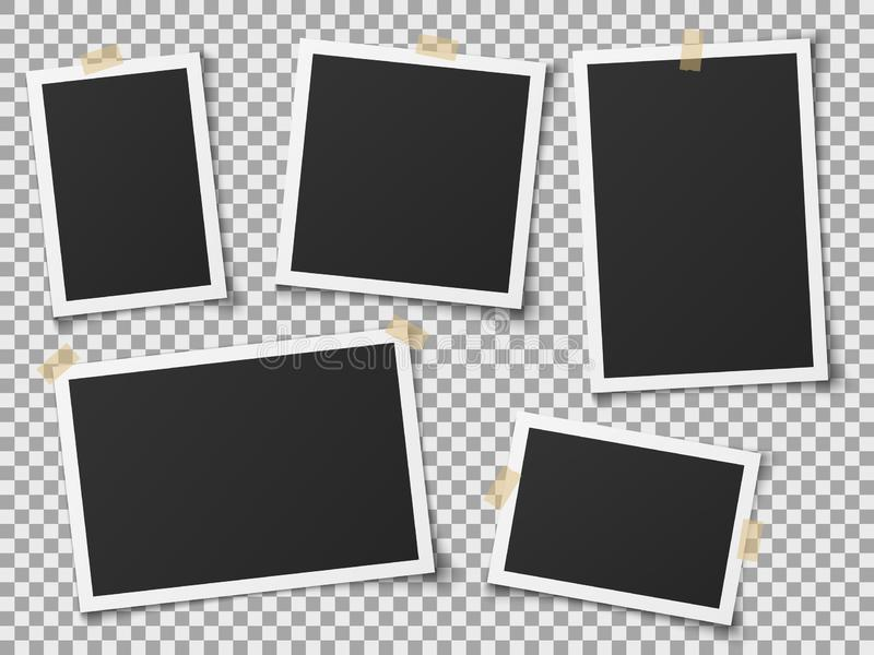 Ρεαλιστικά πλαίσια φωτογραφιών Εκλεκτής ποιότητας κενό πλαίσιο φωτογραφιών με τις κολλητικές ταινίες Εικόνες στον τοίχο, αναδρομι απεικόνιση αποθεμάτων
