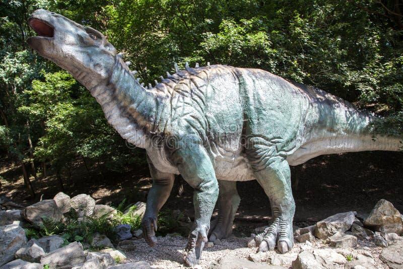 Ρεαλιστικό πρότυπο του δεινοσαύρου Iguanodon στοκ εικόνα με δικαίωμα ελεύθερης χρήσης