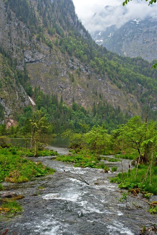 Ρεύμα στη βαυαρική λίμνη βουνών στοκ φωτογραφία με δικαίωμα ελεύθερης χρήσης