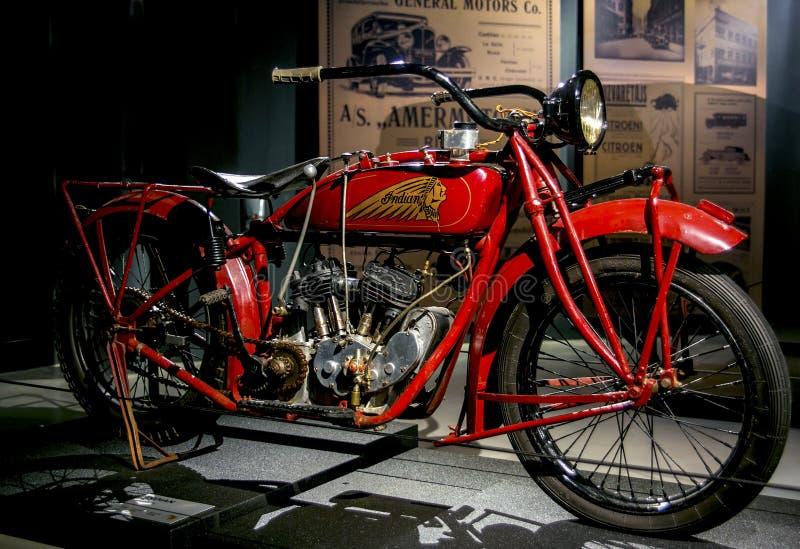 ΡΗΓΑ, ΛΕΤΟΝΙΑ - 16 ΟΚΤΩΒΡΊΟΥ: Οι αναδρομικές μοτοσικλέτες της ινδικής ανίχνευσης έτους 1926 διαμορφώνουν το μουσείο μηχανών 37 Ρή στοκ φωτογραφία με δικαίωμα ελεύθερης χρήσης