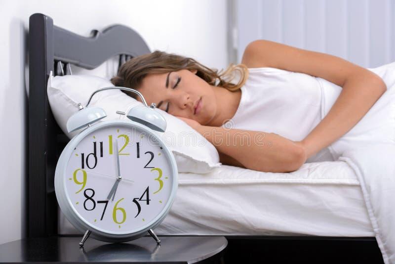 ρηχή γυναίκα ύπνου πεδίων βάθους στοκ φωτογραφίες