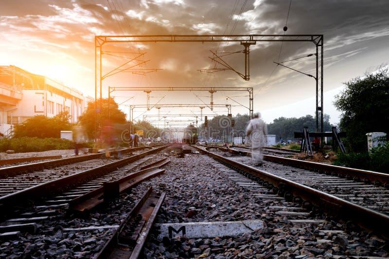 ρηχή διαδρομή σιδηροδρόμων πεδίων βάθους στοκ φωτογραφία με δικαίωμα ελεύθερης χρήσης