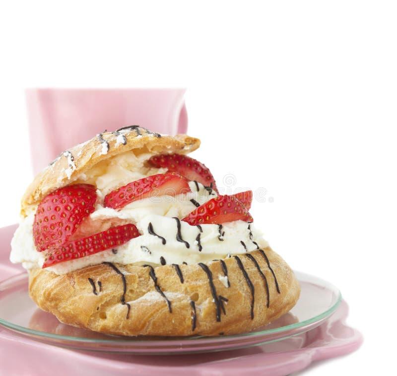 Ριπές κρέμας με τις φράουλες για το πρόγευμα στοκ φωτογραφίες με δικαίωμα ελεύθερης χρήσης