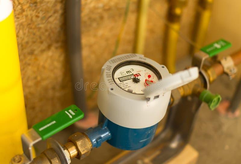 ροή που μετρά το ύδωρ μετρητών στοκ φωτογραφία με δικαίωμα ελεύθερης χρήσης