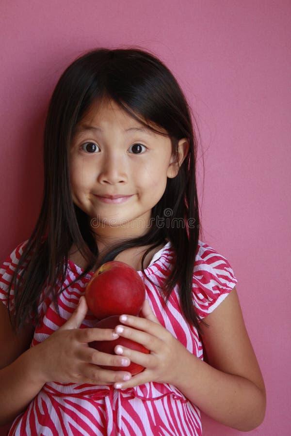ροδάκινα κοριτσιών έκπληκ στοκ εικόνα με δικαίωμα ελεύθερης χρήσης
