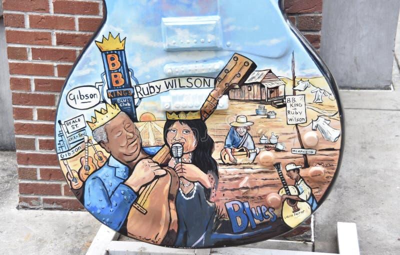 Ροδοκόκκινος φόρος μπλε κιθάρων του Wilson Gibson, οδός Μέμφιδα TN Beale στοκ εικόνα με δικαίωμα ελεύθερης χρήσης